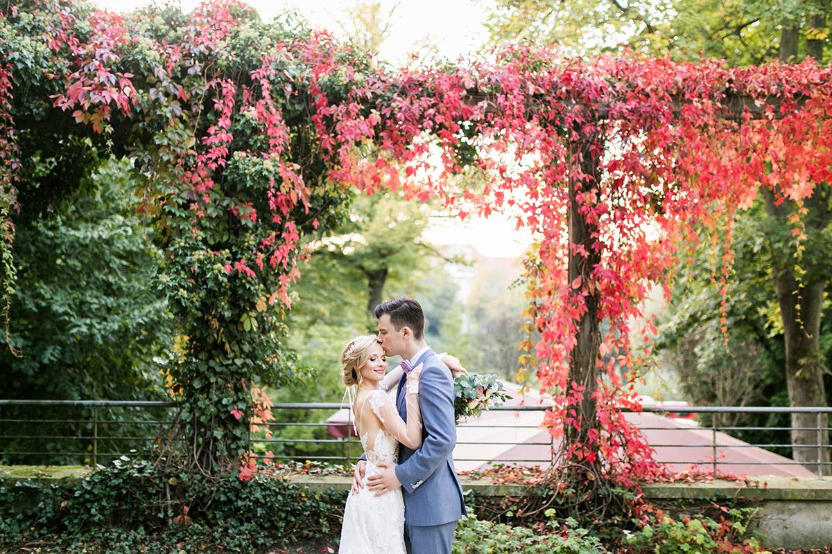 Hochzeitsfoto Brautpaar - Ochsenstall Schloss Britz Hochzeitsfotograf © www.hochzeitslicht.de