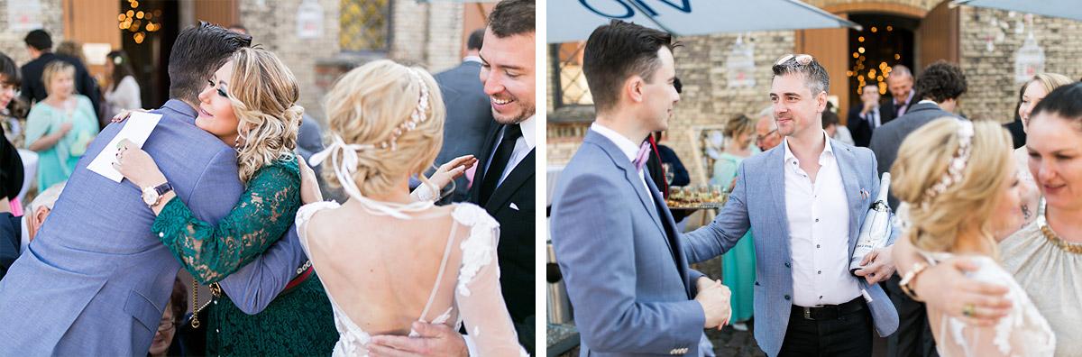 Gratulation Schloss Britz Hochzeit - Ochsenstall Schloss Britz Hochzeitsfotograf © www.hochzeitslicht.de