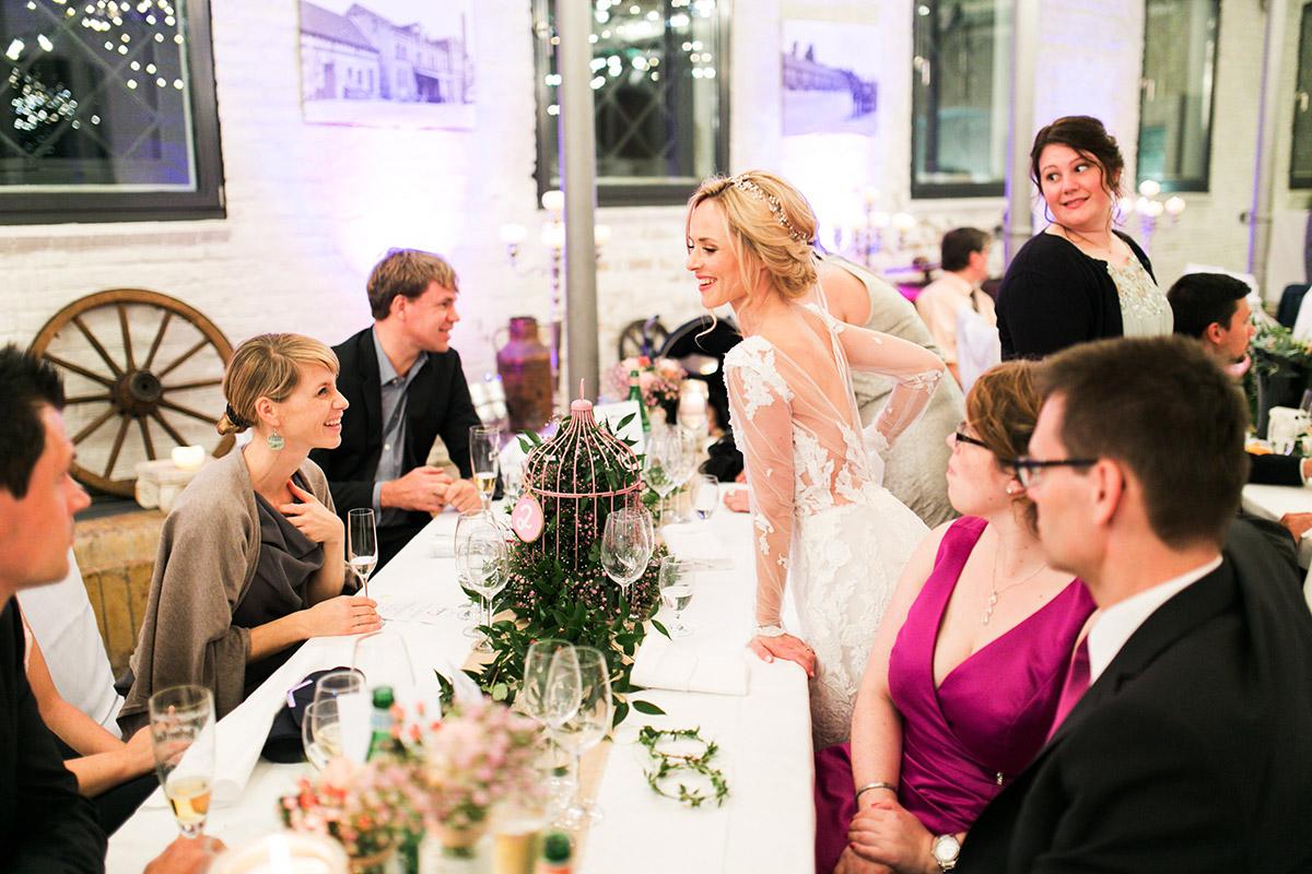 Hochzeitsfoto Hochzeitsfeier - Ochsenstall Schloss Britz Hochzeitsfotograf © www.hochzeitslicht.de