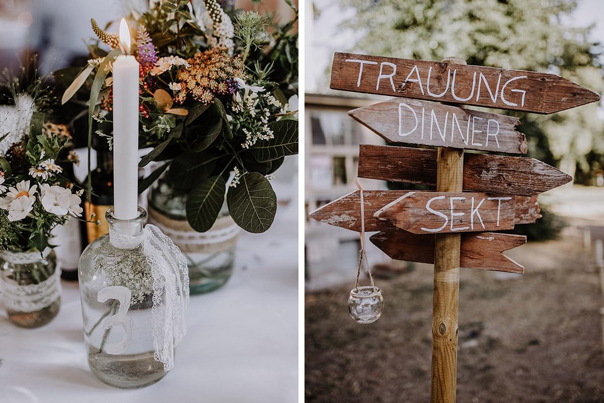 Sommerliche Tischdekoration Hochzeit und Wegweiser Holz - Schloss Marquardt Potsdam Hochzeitsfotograf © www.hochzeitslicht.de