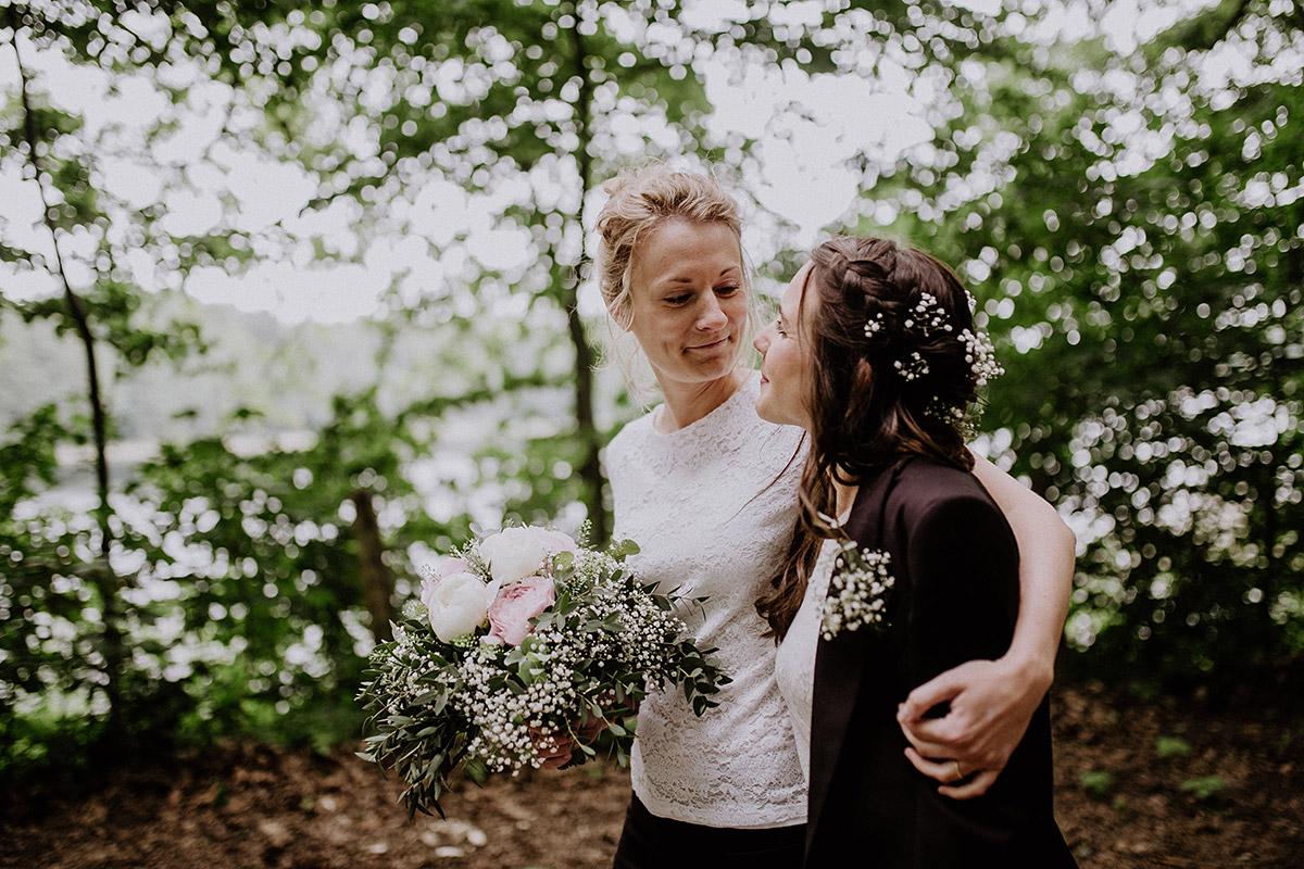 authentische Hochzeitsfotografie gleichgeschlechtliche Hochzeit - Paulsborn am Grunewaldsee Hochzeitsfotograf © www.hochzeitslicht.de