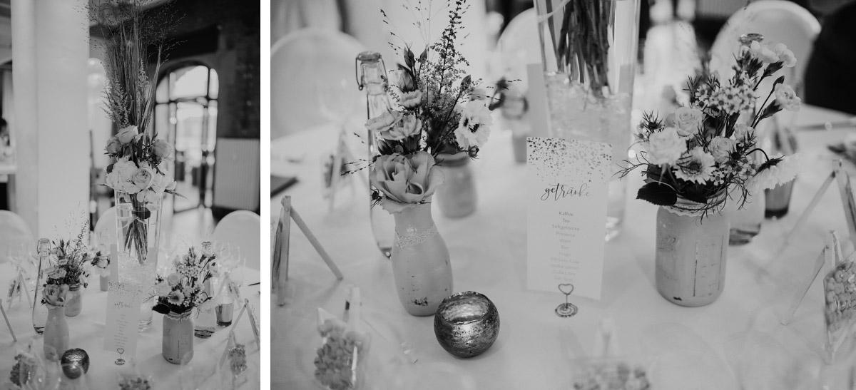 Tischdekoration elegante Berlin-Hochzeit Capitol Yard Golf Lounge - Spreespeicher Berlin Friedrichshain Hochzeitsfotograf © www.hochzeitslicht.de