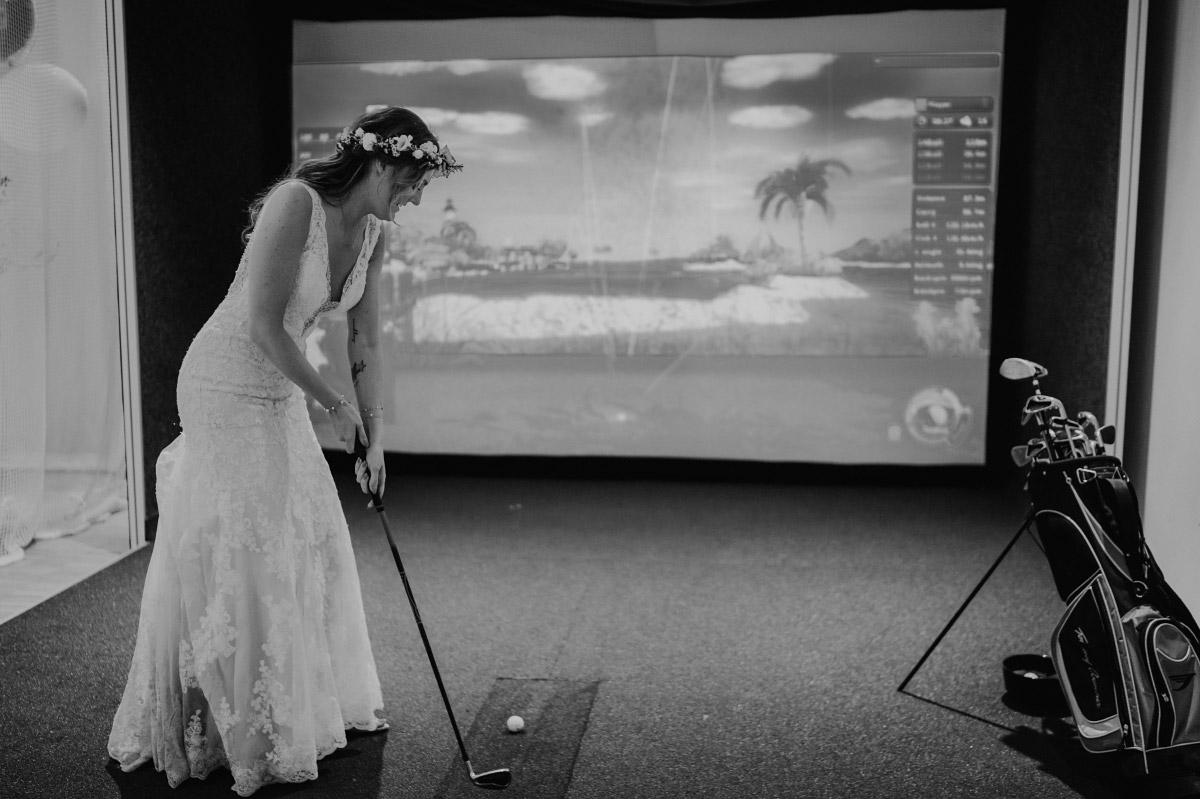 Hochzeit Golf-Simulator Capitol Yard Golf Lounge - Spreespeicher Berlin Friedrichshain Hochzeitsfotograf © www.hochzeitslicht.de