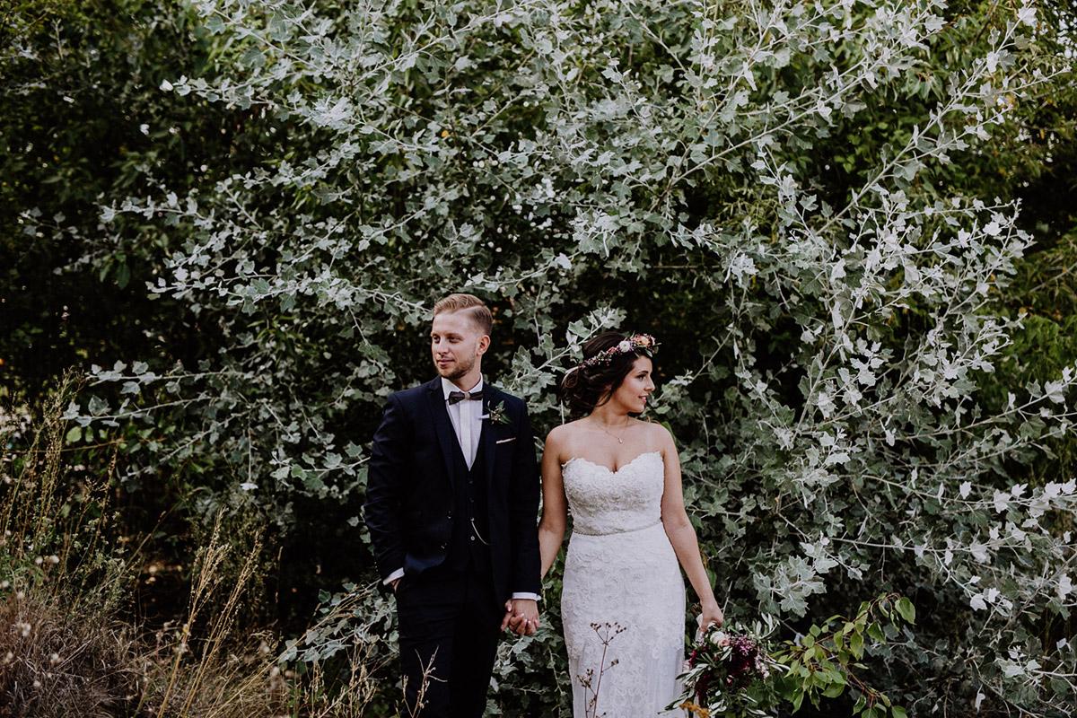 Brautpaarfoto Sommerhochzeit - Von Greifswald Berlin Hochzeitsfotograf © www.hochzeitslicht.de