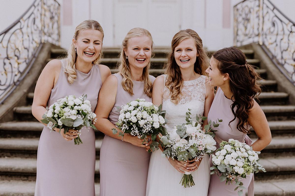 Gruppenfoto Braut mit Brautjungfern - Schloss Friedrichsfelde Hochzeitsfotograf © www.hochzeitslicht.de