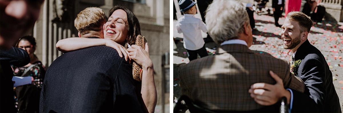 Hochzeitsreportagefotos Gratulation - Old Smithy's Dizzle Alte Schmiede Berlin Hochzeitsfotograf © www.hochzeitslicht.de