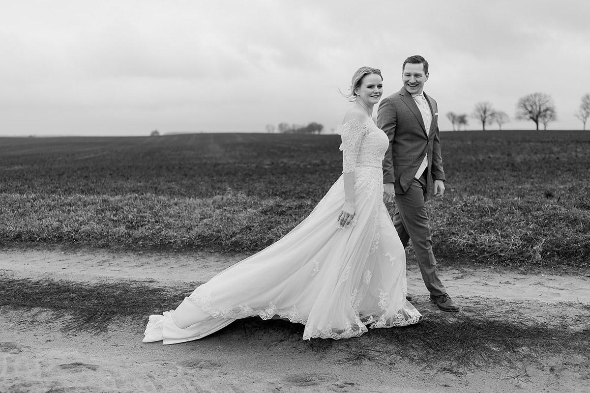 Heiraten im Winter Idee - Winterhochzeit Hochzeitsfotograf Brandenburg © www.hochzeitslicht.de