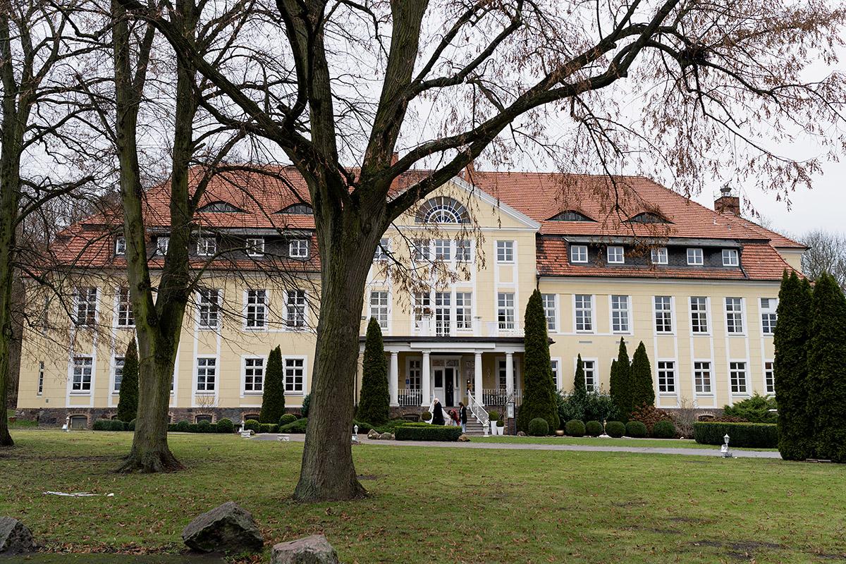 Heiraten im Winter Location - Winterhochzeit Hochzeitsfotograf Brandenburg © www.hochzeitslicht.de