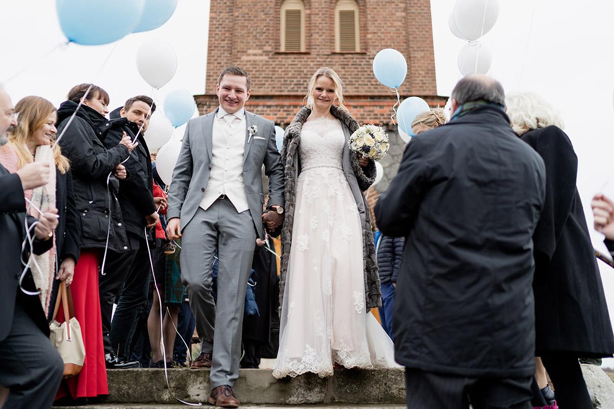 Hochzeit Winter Kleidung Gast - Winterhochzeit Hochzeitsfotograf Brandenburg © www.hochzeitslicht.de