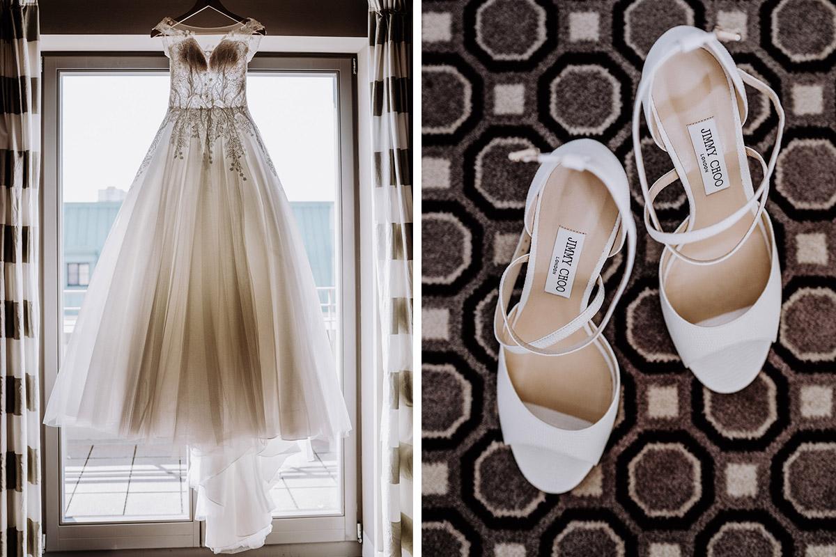 Hochzeitsfoto Brautkleid Prinzessin und Brautschuhe Vintagehochzeit - Hochzeit im Hotel de Rome von Hochzeitsfotograf Berlin © www.hochzeitslicht.de #hochzeitslicht