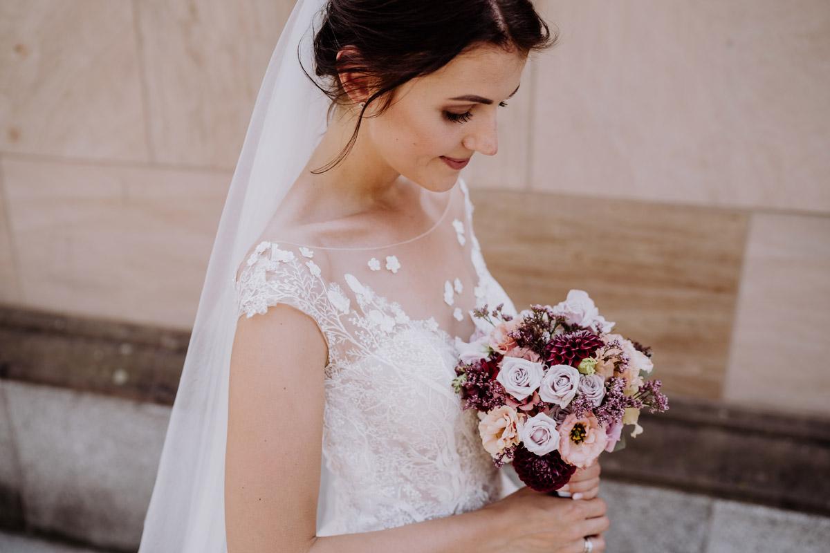 Portrait Braut Hochzeit - Hochzeit im Hotel de Rome von Hochzeitsfotograf Berlin © www.hochzeitslicht.de #hochzeitslicht