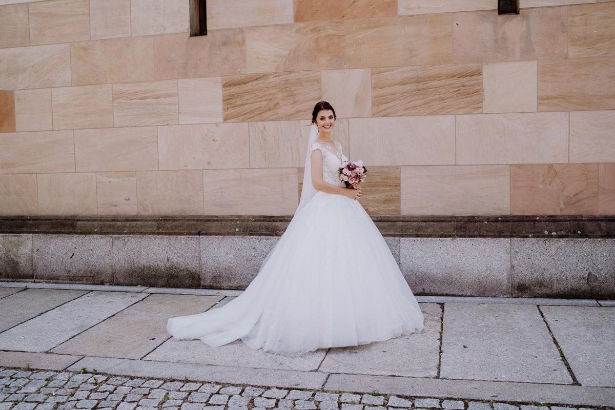 Hochzeitsportrait Braut nach kirchlicher Hochzeit Berliner Dom Berlin Mitte - Hochzeit im Hotel de Rome von Hochzeitsfotograf Berlin © www.hochzeitslicht.de #hochzeitslicht