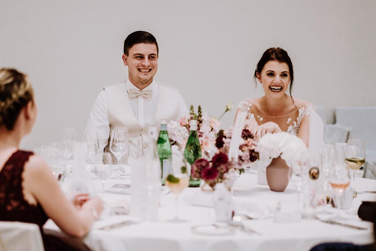 Hochzeitsreportagefoto Hochzeitsfeier Corona Hochzeit - Hochzeit im Hotel de Rome von Hochzeitsfotograf Berlin © www.hochzeitslicht.de #hochzeitslicht