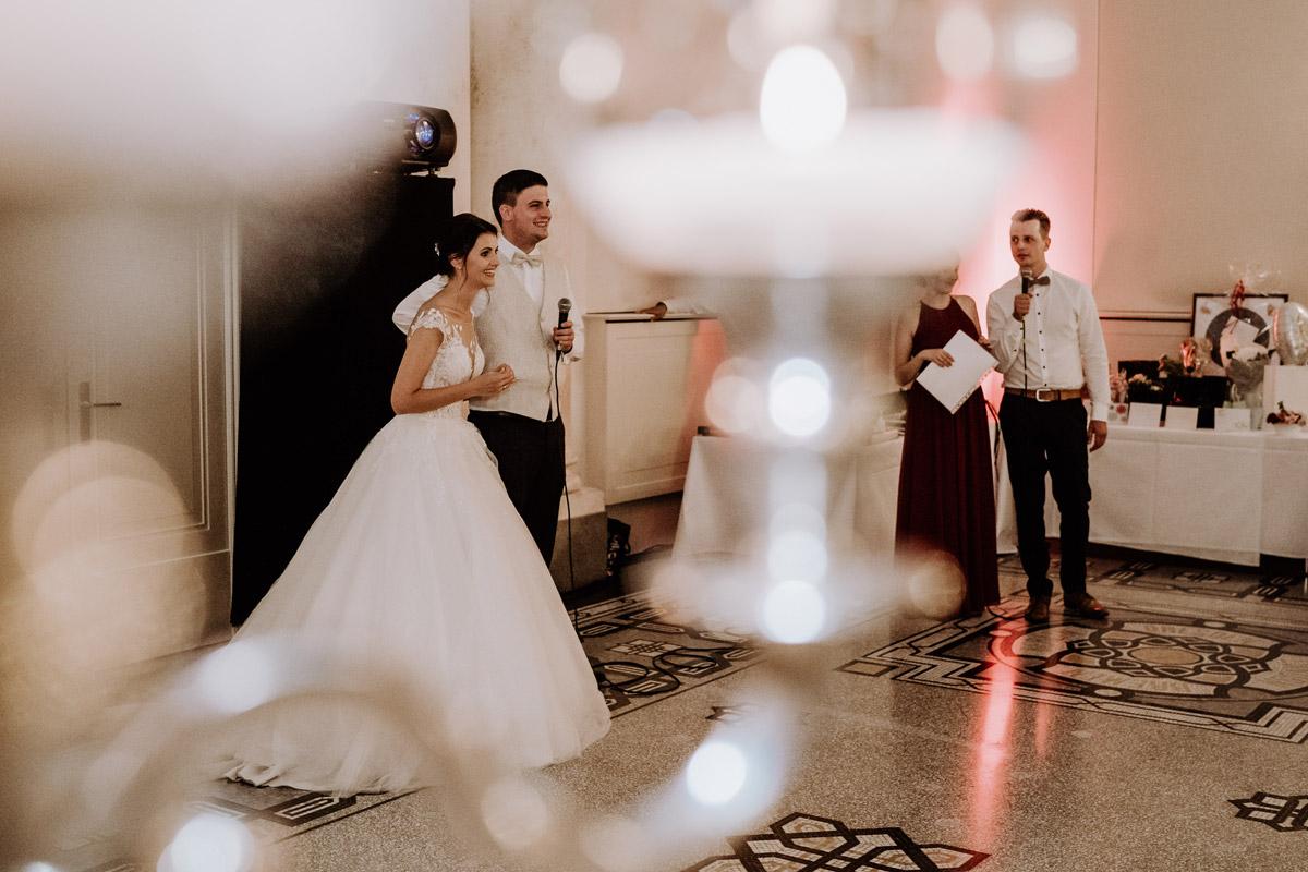 Corona Hochzeitsfeier Berlin - Hochzeit im Hotel de Rome von Hochzeitsfotograf Berlin © www.hochzeitslicht.de #hochzeitslicht