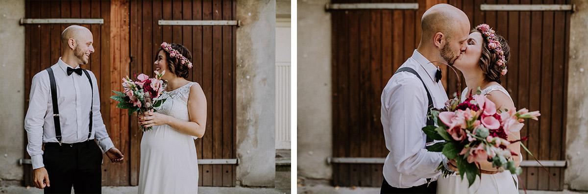 Hochzeitsfotos First Look Braut und Bräutigam Sommer-Hochzeit Standesamt - Hochzeitsfotograf Standesamt Rathaus Schöneberg © www.hochzeitslicht.de