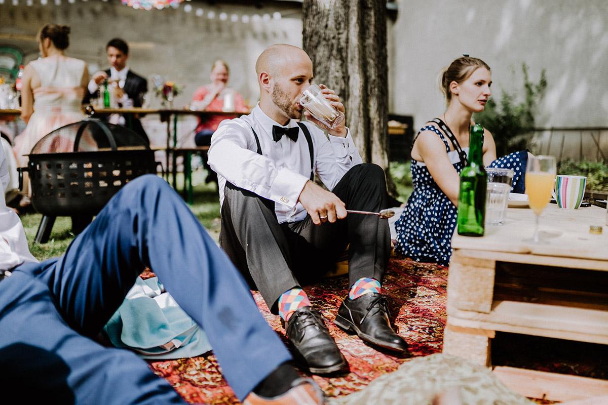 boho vintage Gartenhochzeit Hinterhof Berlin - Hochzeitsfotograf Standesamt Rathaus Schöneberg © www.hochzeitslicht.de