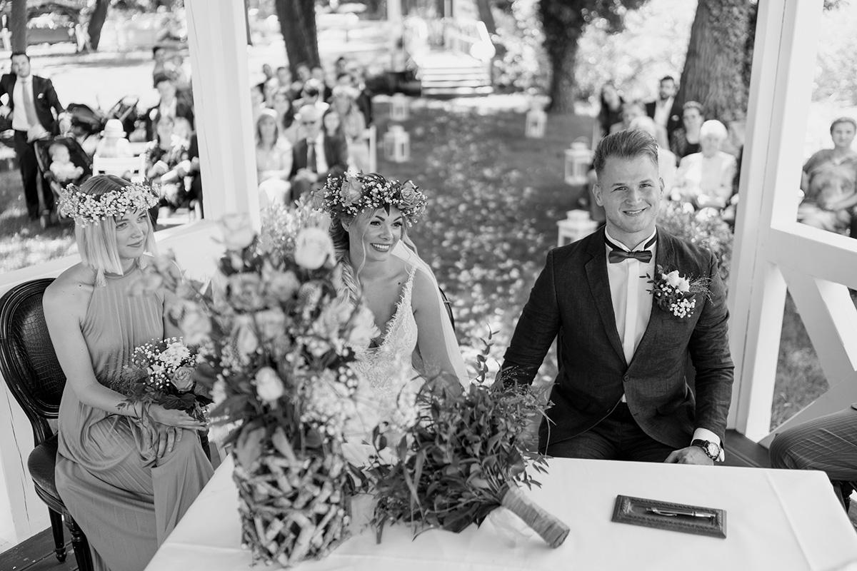 Hochzeitsfoto standesamtliche Hochzeit am Wasser Seelodge Kremmen - Standesamt Hochzeit am Wasser in Seelodge von Hochzeitsfotograf Brandenburg © www.hochzeitslicht.de