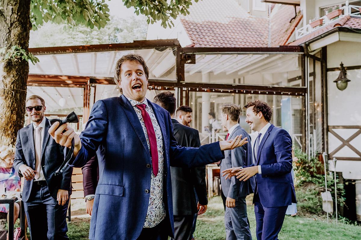 Hochzeitsfeier am See Seelodge Kremmen Brandenburg - Standesamt Hochzeit am Wasser in Seelodge von Hochzeitsfotograf Brandenburg © www.hochzeitslicht.de