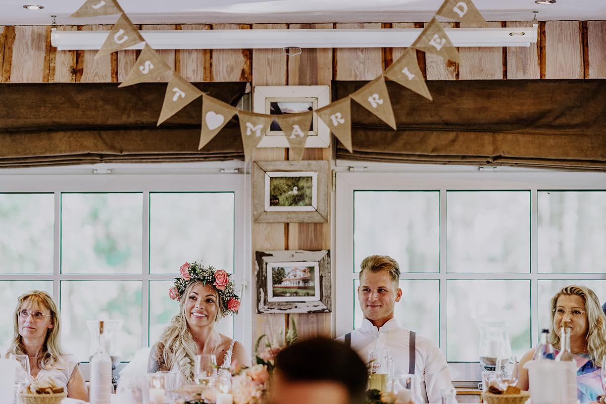 authentische Hochzeitsreportage Hochzeitsfeier am Wasser Seelodge Kremmen Brandenburg - Standesamt Hochzeit am Wasser in Seelodge von Hochzeitsfotograf Brandenburg © www.hochzeitslicht.de