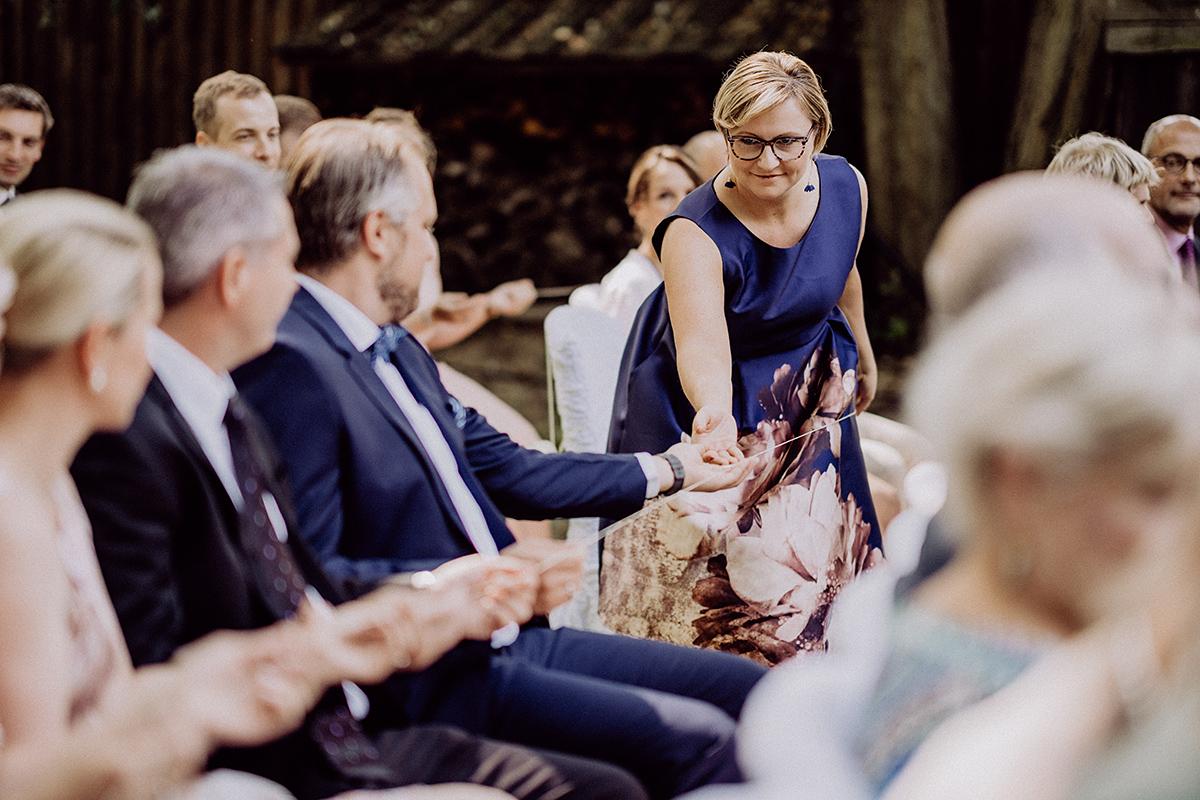 Hochzeit Ritual freie Trauung Ringe Schnur - vintage Spreewaldhochzeit Hotel zur Bleiche Hochzeitsfotograf und Hochzeitsvideo Berlin © www.hochzeitslicht.de