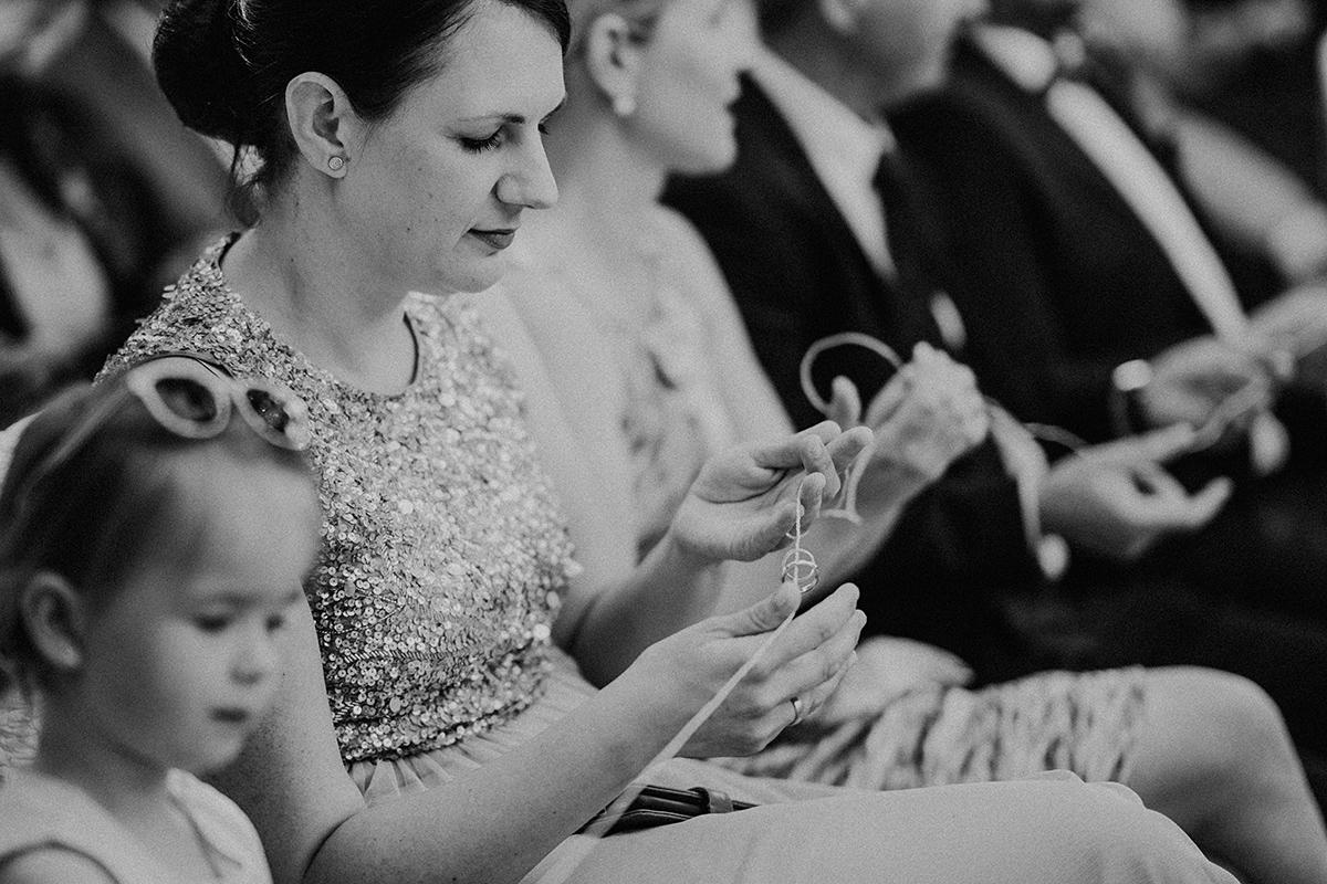 Hochzeitsfotografin Brandenburg Hochzeitsreportage Ritual freie Trauung Ringe - vintage Spreewaldhochzeit Hotel zur Bleiche Hochzeitsfotograf und Hochzeitsvideo Berlin © www.hochzeitslicht.de