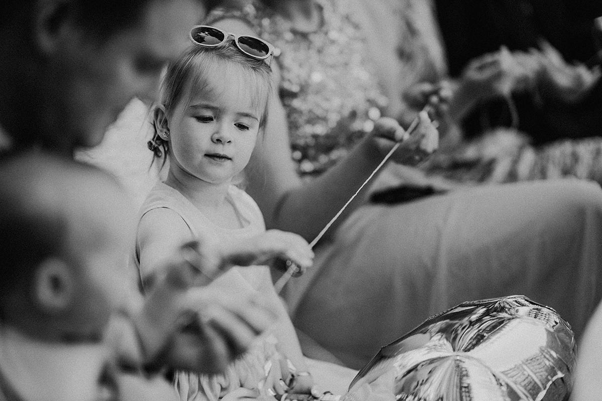 Hochzeitsfotograf Brandenburg Hochzeitsreportage Ritual freie Trauung Ringe Schnur - vintage Spreewaldhochzeit Hotel zur Bleiche Hochzeitsfotograf und Hochzeitsvideo Berlin © www.hochzeitslicht.de