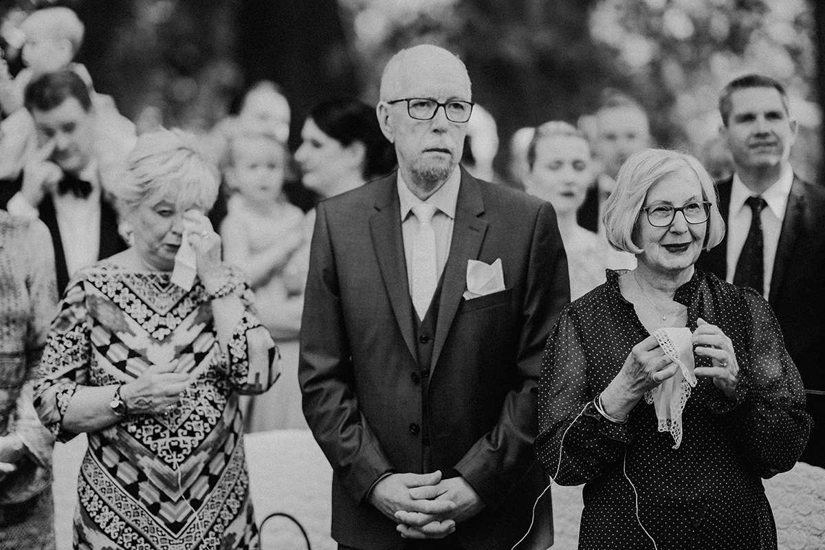 emotionale Hochzeitsreportage Sommerhochzeit freie Trauung draußen - vintage Spreewaldhochzeit Hotel zur Bleiche Hochzeitsfotograf und Hochzeitsvideo Berlin © www.hochzeitslicht.de