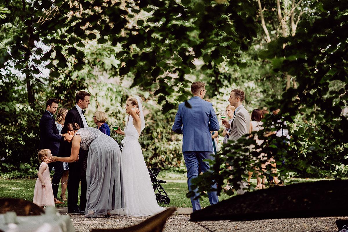 Hochzeit Bleiche Spa und Resort Sommer - vintage Spreewaldhochzeit Hotel zur Bleiche Hochzeitsfotograf und Hochzeitsvideo Berlin © www.hochzeitslicht.de
