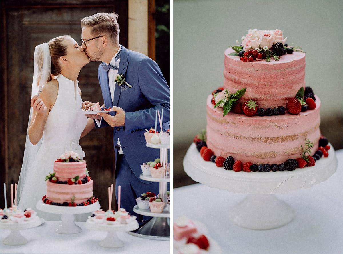 Inspiration Hochzeitstorte Sommerhochzeit Beeren rosa naked cake ohne Fondant - vintage Spreewaldhochzeit Hotel zur Bleiche Hochzeitsfotograf und Hochzeitsvideo Berlin © www.hochzeitslicht.de