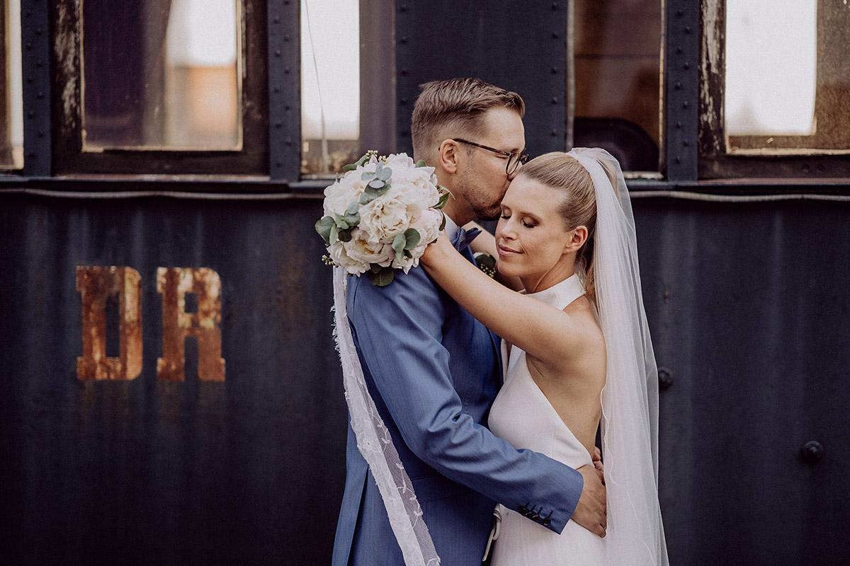 Inspiration Hochzeitsfotoshooting romantisch - vintage Spreewaldhochzeit Hotel zur Bleiche Hochzeitsfotograf und Hochzeitsvideo Berlin © www.hochzeitslicht.de