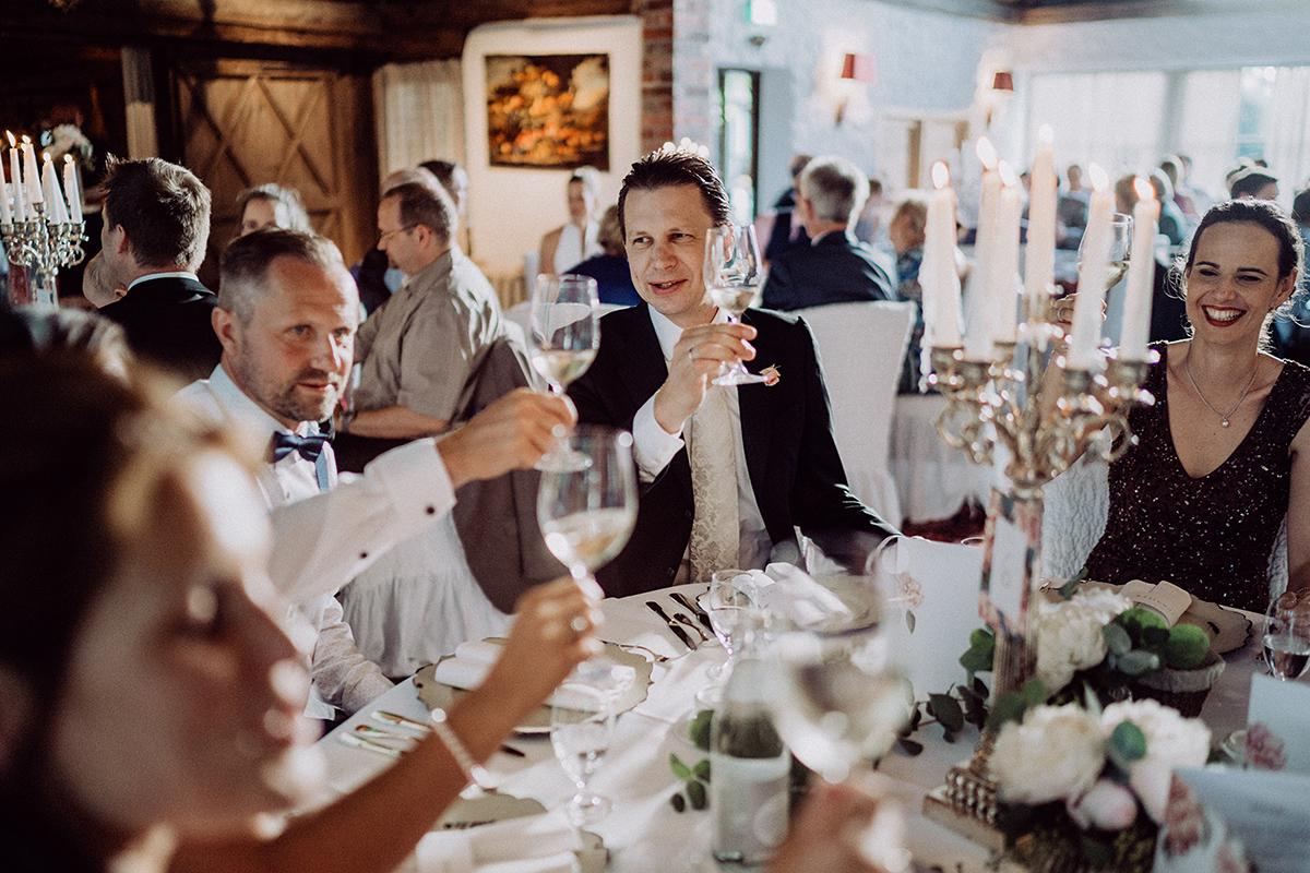 Hochzeitsfoto Hochzeitsfeier Landhochzeit - vintage Spreewaldhochzeit Hotel zur Bleiche Hochzeitsfotograf und Hochzeitsvideo Berlin © www.hochzeitslicht.de