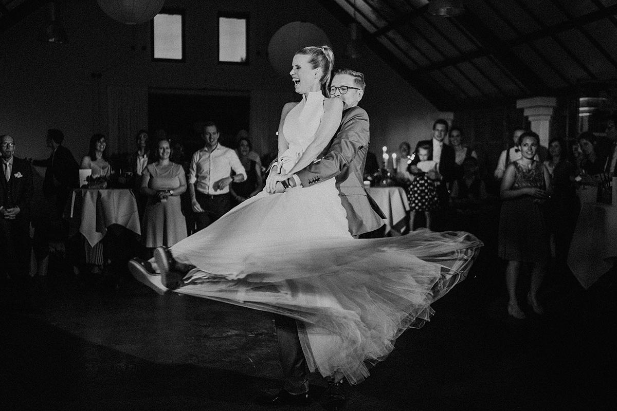 Hochzeitsfotograf Brandenburg Hochzeitsfoto Hochzeitstanz - vintage Spreewaldhochzeit Hotel zur Bleiche Hochzeitsfotograf und Hochzeitsvideo Berlin © www.hochzeitslicht.de