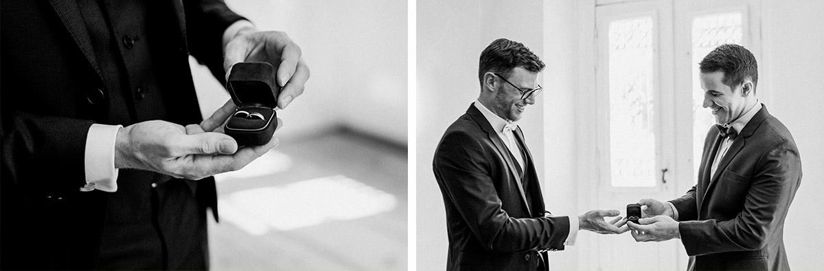 Hochzeitsreportage elegante Landhochzeit Bräutigam mit Best Man Eheringe in Ringschatulle Samt - Schloss Blankensee Hochzeit Hochzeitsfotograf Berlin © www.hochzeitslicht.de