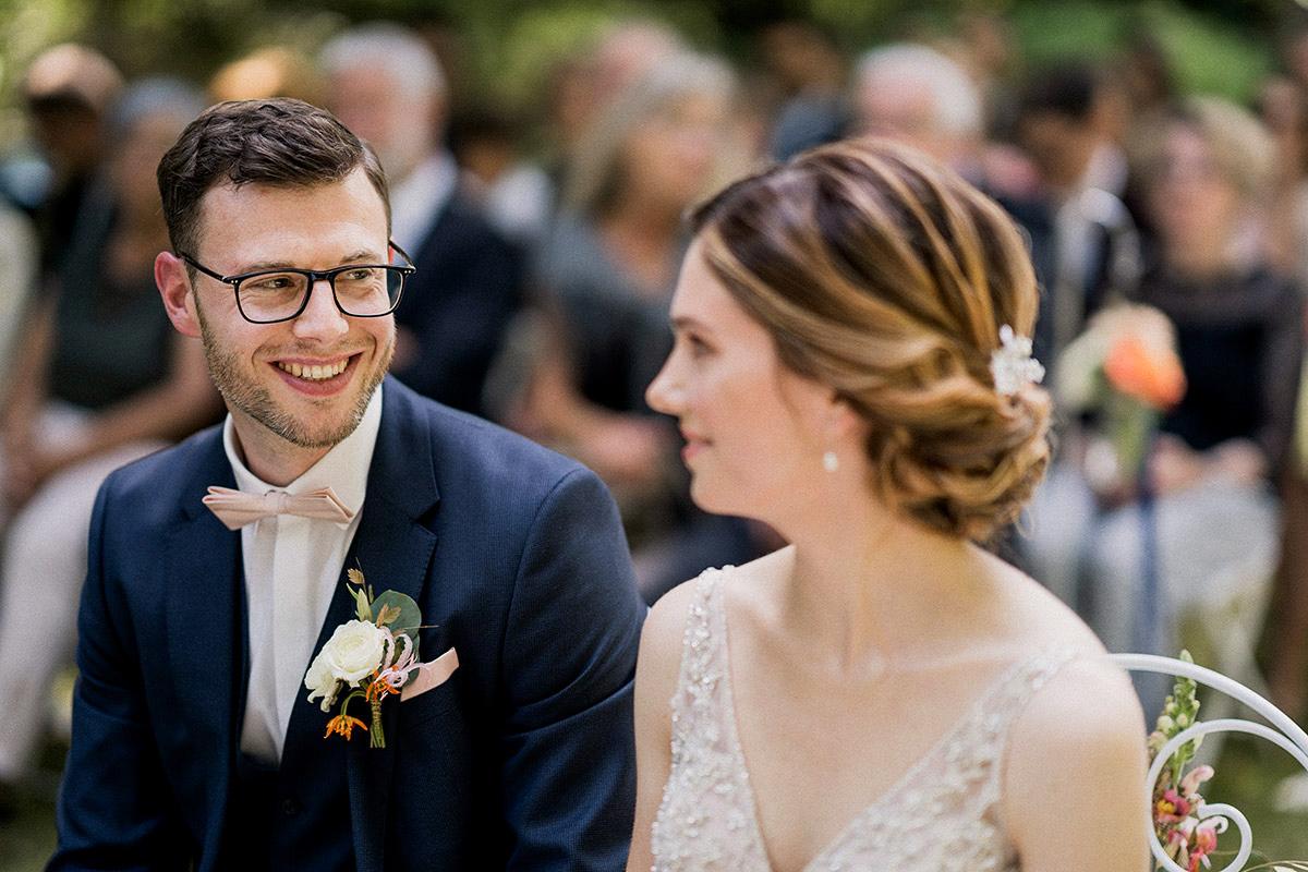 authentische Hochzeitsfotografie natürliche freie Trauung - Schloss Blankensee Hochzeit Hochzeitsfotograf Berlin © www.hochzeitslicht.de
