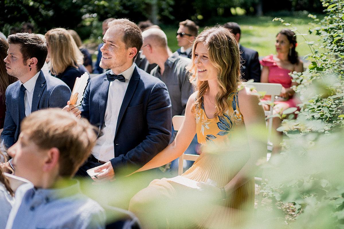 Gästefoto Hochzeit freie Trauung unter freiem Himmel - Schloss Blankensee Hochzeit Hochzeitsfotograf Berlin © www.hochzeitslicht.de