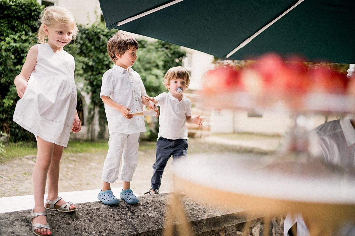 Hochzeitsreportagefotografie kleine Hochzeitsgäste Landhochzeit - Schloss Blankensee Hochzeit Hochzeitsfotograf Berlin © www.hochzeitslicht.de