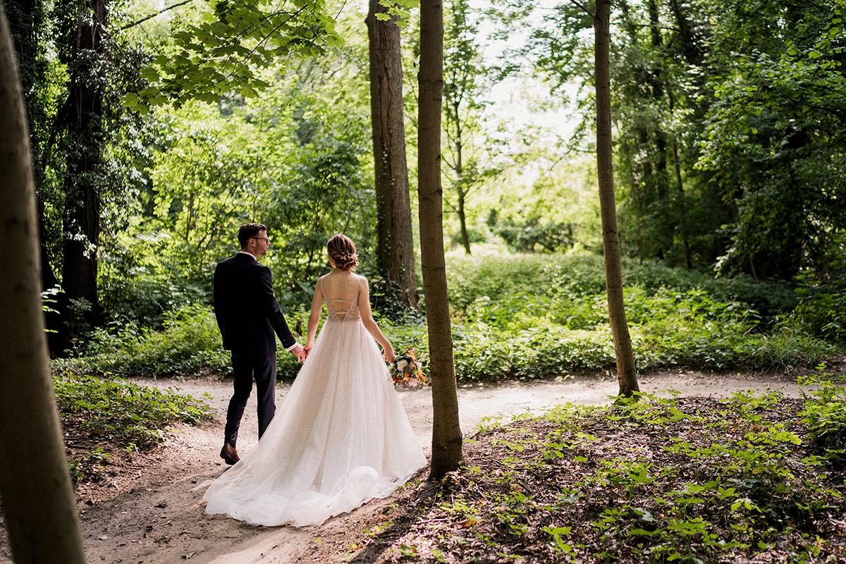 Idee Hochzeitsfotoshooting Brautpaar Natur - Schloss Blankensee Hochzeit Hochzeitsfotograf Berlin © www.hochzeitslicht.de