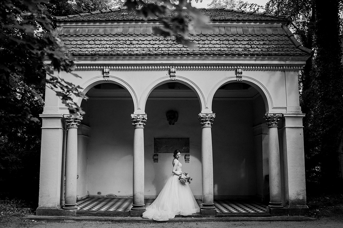 Schlosshochzeit Fotoshooting Braut Hochzeitslocation Brandenburg - Schloss Blankensee Hochzeit Hochzeitsfotograf Berlin © www.hochzeitslicht.de
