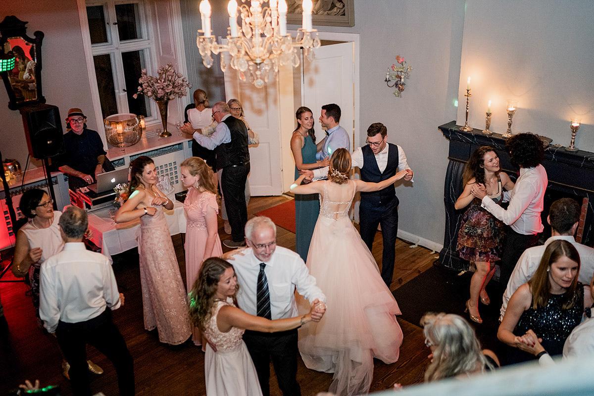 Hochzeitsreportage vintage Schlosshochzeit Hochzeitsparty - Schloss Blankensee Hochzeit Hochzeitsfotograf Berlin © www.hochzeitslicht.de