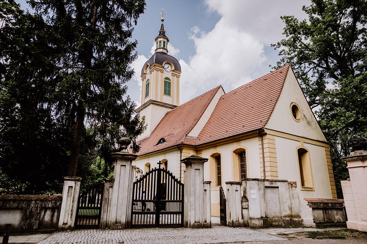 Hochzeit Standesamt Schlosskirche Schöneiche - Hochzeit in Scheune und Standesamt in Kirche Berlin von Hochzeitsfotografin © www.hochzeitslicht.de
