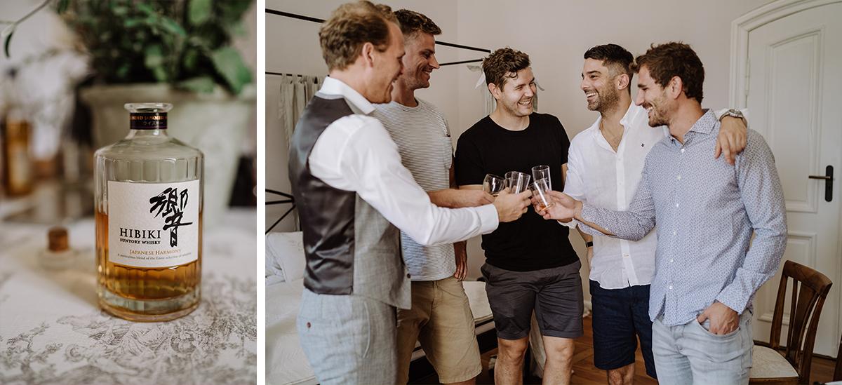 Idee Hochzeitsfoto Bräutigam mit Best Men Trauzeugen vor Hochzeit - elegante deutsch-russisch-amerikanische Schloss Steinhöfel Hochzeit von Hochzeitsfotograf Brandenburg © www.hochzeitslicht.de