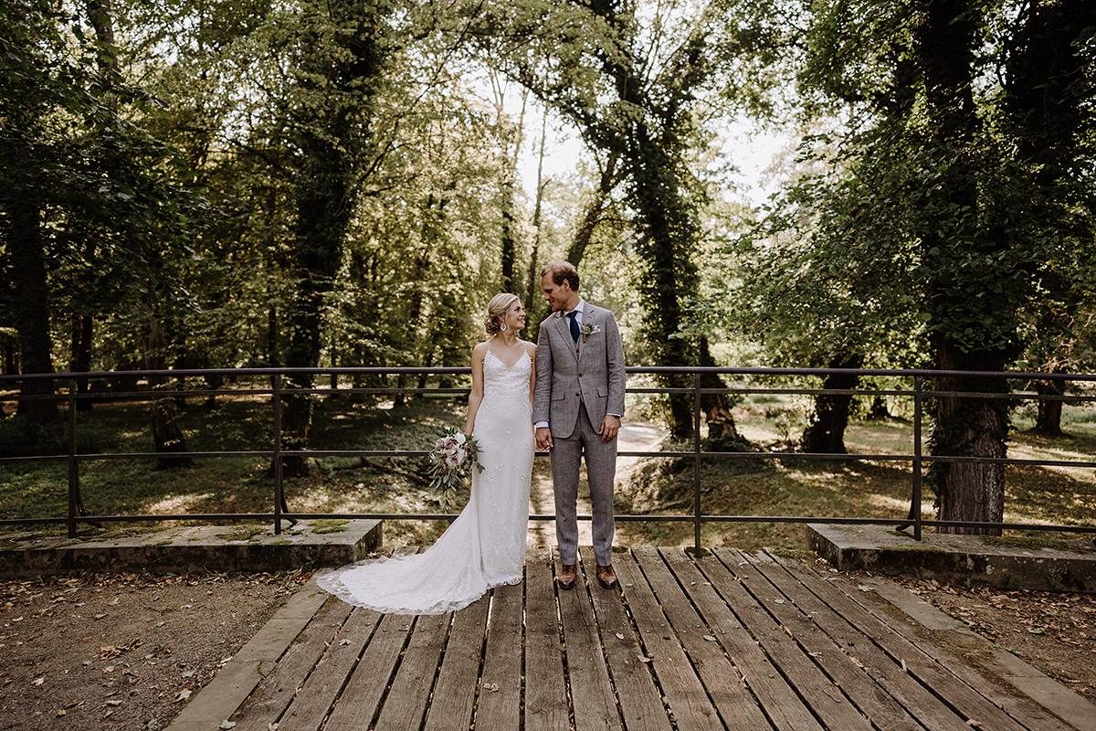 klassische Paarfotos vintage Hochzeit - elegante deutsch-russisch-amerikanische Schloss Steinhöfel Hochzeit von Hochzeitsfotograf Brandenburg © www.hochzeitslicht.de