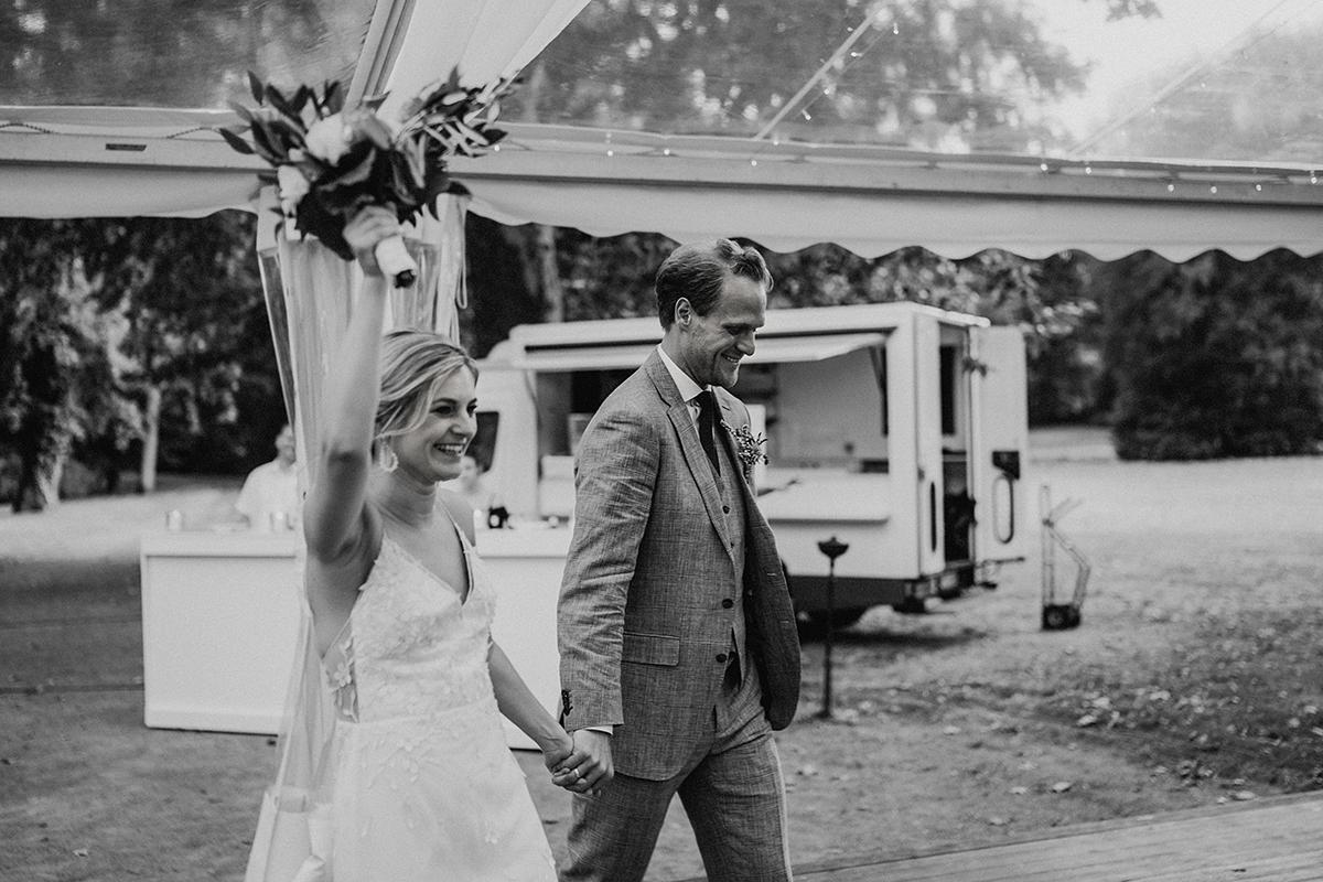 Hochzeitsreportage Schlosshochzeit Sommer vintage - elegante deutsch-russisch-amerikanische Schloss Steinhöfel Hochzeit von Hochzeitsfotograf Brandenburg © www.hochzeitslicht.de