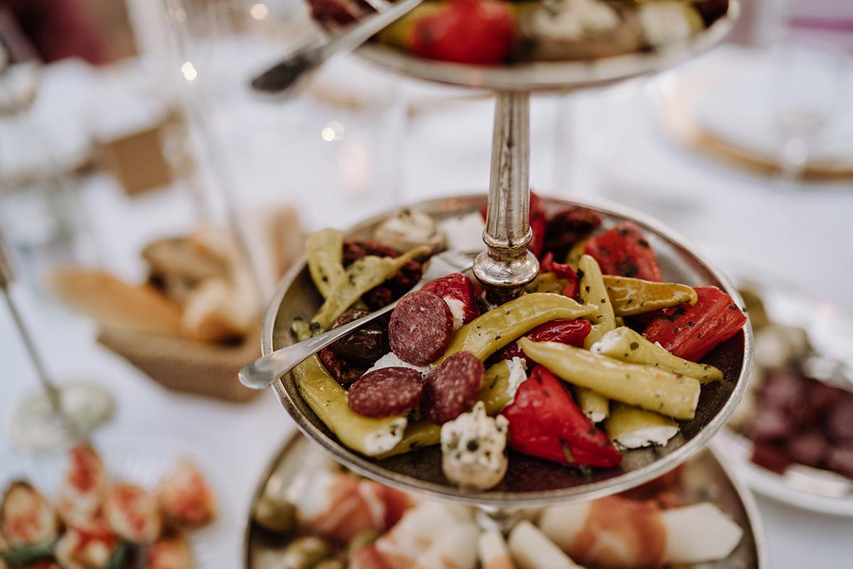 Hochzeitsfoto Buffet Hochzeit Fingerfood - elegante deutsch-russisch-amerikanische Schloss Steinhöfel Hochzeit von Hochzeitsfotograf Brandenburg © www.hochzeitslicht.de
