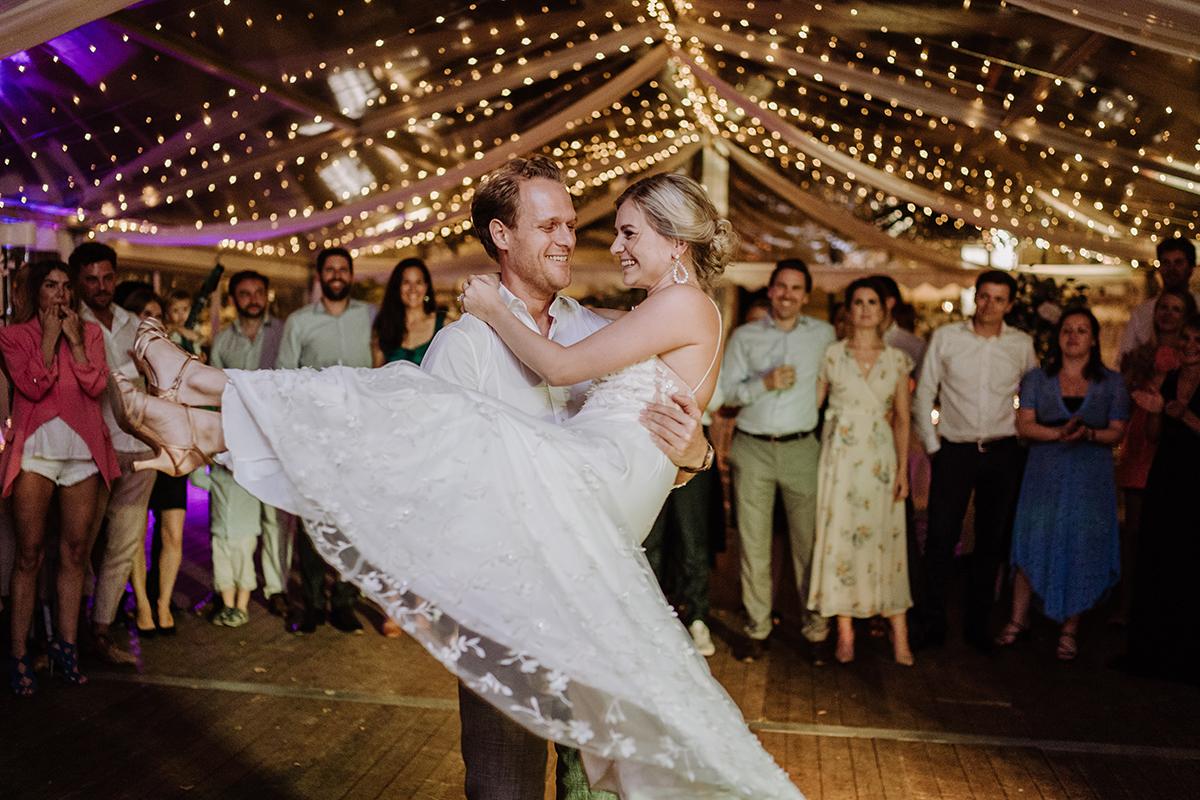 Hochzeitsfotografie Tanz Brautpaar Hochzeitsfeier - elegante deutsch-russisch-amerikanische Schloss Steinhöfel Hochzeit von Hochzeitsfotograf Brandenburg © www.hochzeitslicht.de