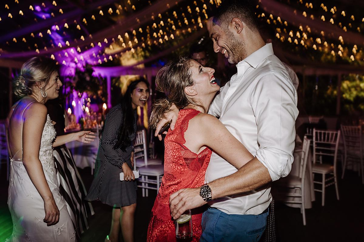 Hochzeitsfoto Tanzen Party Hochzeit Abend - elegante deutsch-russisch-amerikanische Schloss Steinhöfel Hochzeit von Hochzeitsfotograf Brandenburg © www.hochzeitslicht.de