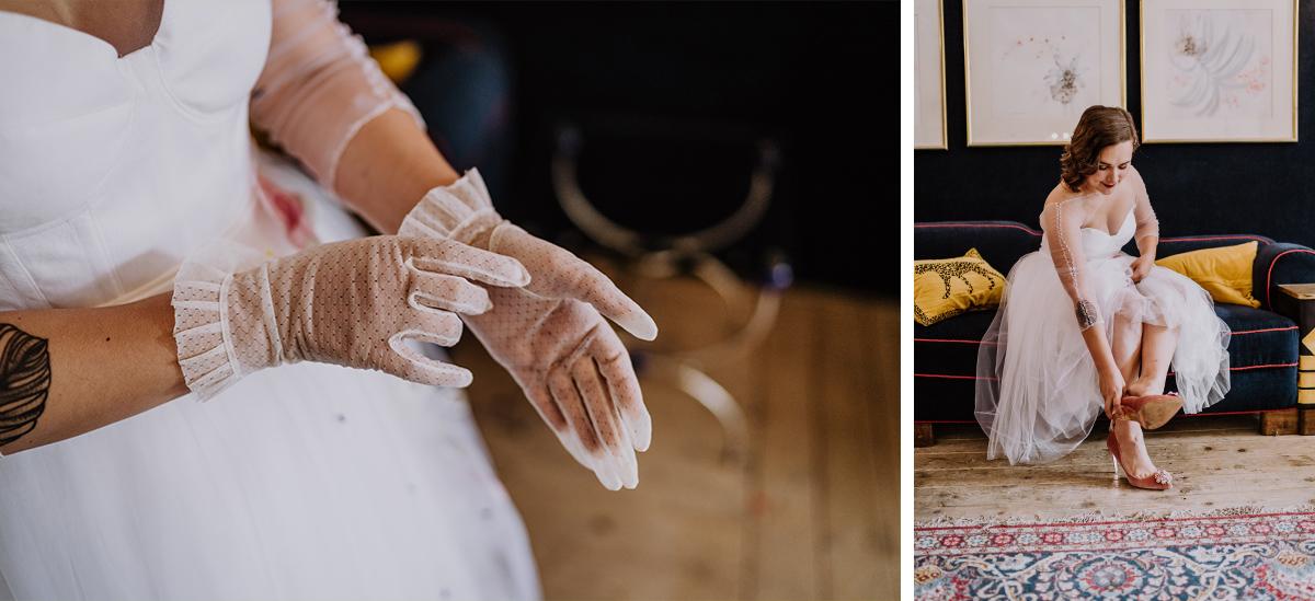 Hochzeitsfotos Getting Ready Braut Vintagehochzeit kurzes Brautkleid mit Tüllrock und weiße Handschuhe Braut - moderne, hippe und urbane Hochzeitsreportage im von Greifswald Berlin von Hochzeitsfotografin © www.hochzeitslicht.de