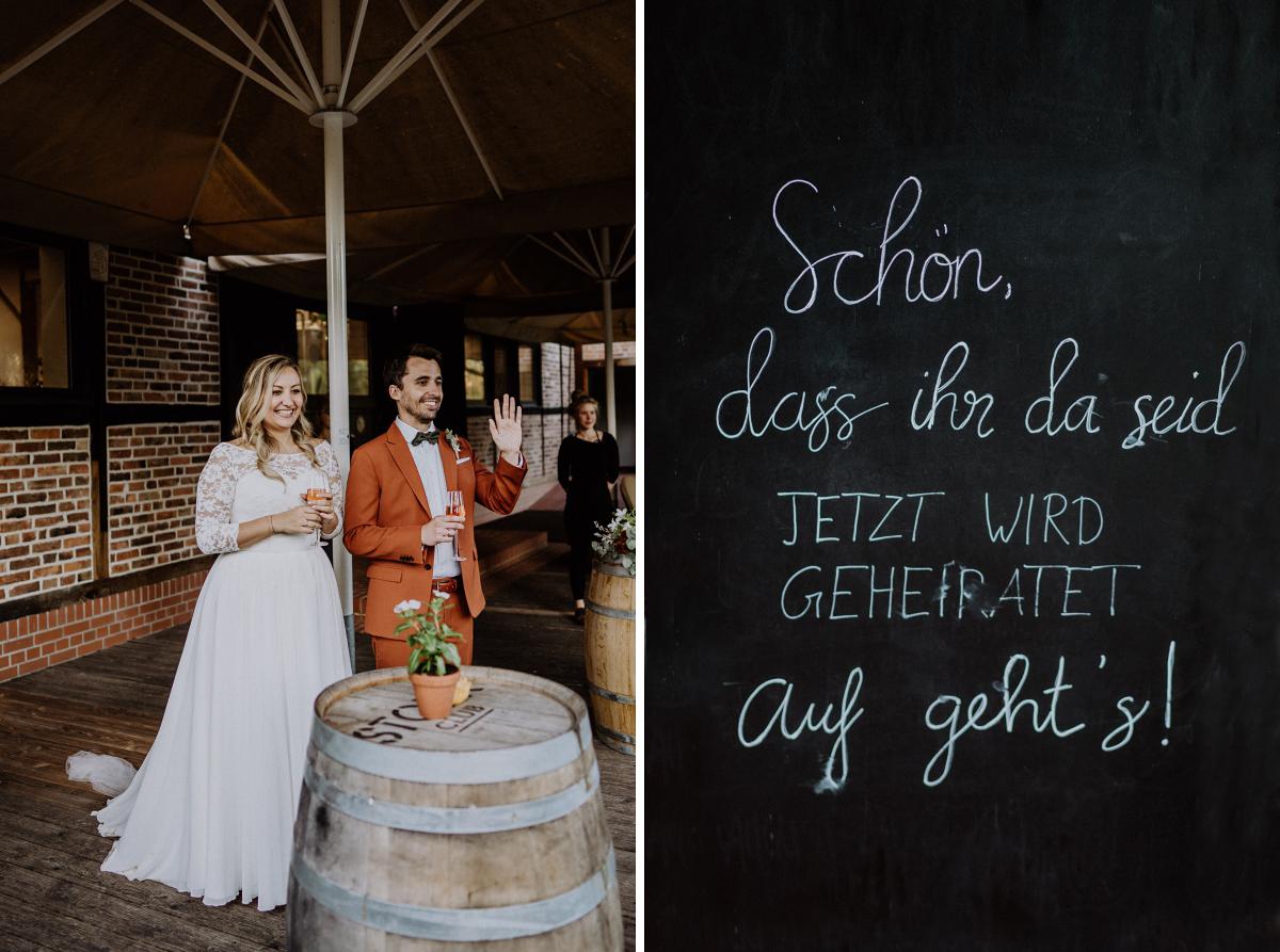 Hochzeitsreportage rustikal-elegante Landhochzeit im Herbst - Standesamt Weidendom und Spreewood Distillers DIY-Herbst-Hochzeit von Spreewald Hochzeitsfotografin aus Berlin © www.hochzeitslicht