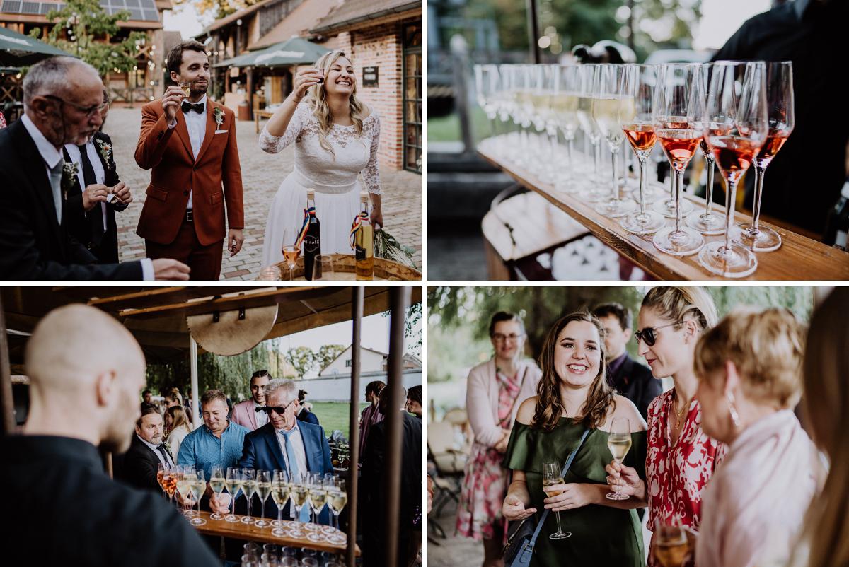 Hochzeitsreportage Hochzeitsfeier elegante Landhochzeit Spreewald - Standesamt Weidendom und Spreewood Distillers DIY-Herbst-Hochzeit von Spreewald Hochzeitsfotografin aus Berlin © www.hochzeitslicht