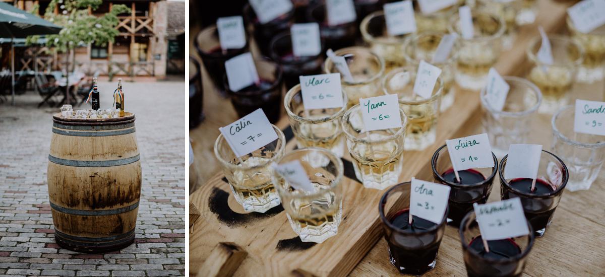 Idee Platzkarten in Drinks Gäste rustikale Landhochzeit - Standesamt Weidendom und Spreewood Distillers DIY-Herbst-Hochzeit von Spreewald Hochzeitsfotografin aus Berlin © www.hochzeitslicht